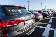 Audi emblem på en audibil royaltyfria bilder