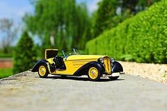 Audi 225 Front Roadster - réplica 1935 da escala do carro do vintage Fotos de Stock Royalty Free