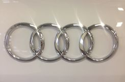 Audi fyra cirklar Arkivfoton