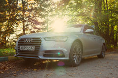 Audi A6 i solljus Arkivbilder