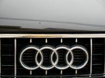 Audi-omhoog geschoten embleem dicht stock afbeelding