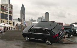 Audi Q7 Trilha fora de estrada do teste do veículo nos carros de IAA Imagem de Stock Royalty Free