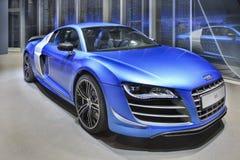 Audi R8 dans une salle d'exposition la nuit, Pékin, Chine Photos libres de droits