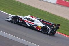Audi R18 e-Tron bil nummer 1 som konkurrerar på de 6 timmarna av Silverstone Arkivfoto