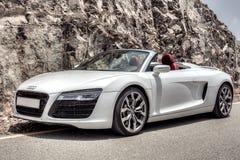 Audi R8 na montanha rochosa imagem de stock