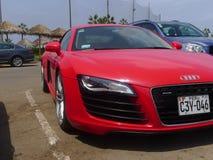 Audi R8 V8 FSi för främre sikt för rätsida röd kupé, Lima Arkivfoto