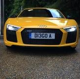 Audi R8 V10 PLUS kolor żółty obrazy stock
