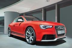 Audi rouge RS5 dans un showrroom, Pékin, Chine Images libres de droits
