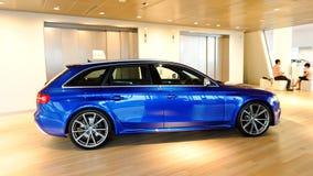 Audi RS4 Avant su visualizzazione al centro Singapore di Audi Fotografie Stock Libere da Diritti