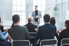 Free Audience Applauds The Speaker During The Business Presentation Stock Photo - 175400490