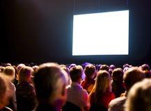 Audiencia de la muchedumbre que mira la pantalla Fotografía de archivo libre de regalías