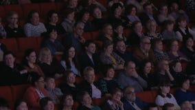 Audiencia satisfecha en el teatro de película metrajes