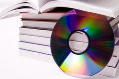 Audio boekconcept - stapel van boeken en één CD Royalty-vrije Stock Afbeelding