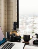 Audio/bureau de édition visuel d'espace de travail avec le Mountain View Photos libres de droits