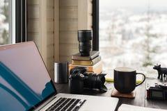 Audio/bureau de édition visuel d'espace de travail avec le Mountain View Images stock