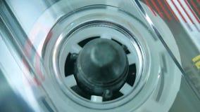 Audio cassetta che gioca, registratore di cassetta audio stock footage