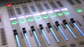 Audio correct mixer en versterkermateriaal stock video