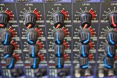 Audio correcte mixer met knopen Royalty-vrije Stock Afbeeldingen
