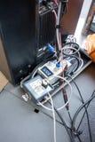 Audio dźwigarka i druty łączyliśmy audio melanżer, amplifikator i plu, obrazy stock