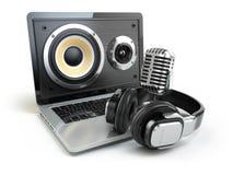 Audio de Digital ou concept de logiciel de musique Ordinateur portable, microphone et Image stock