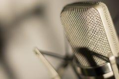 Audio de stemmicrofoon van de opname vocale studio stock afbeelding
