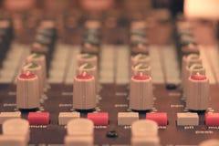 Audio del miscelatore in studio per fondo immagine stock