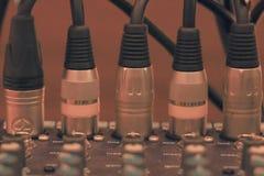 Audio del miscelatore in studio per fondo fotografia stock