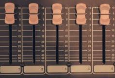 Audio del miscelatore in studio per fondo immagini stock