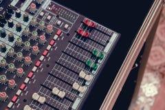 Audio del miscelatore in studio per fondo fotografia stock libera da diritti