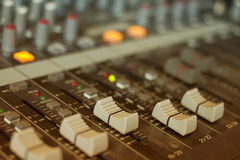 Audio het mengen zich console, faders en het aanpassen Stock Foto's