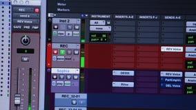 Audio- oder solide redigierende Software, die die Zeitachse durchläuft stock footage