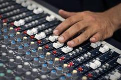 Audio pult moderno della miscela Immagini Stock Libere da Diritti
