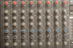 Audio rozsądnego melanżeru amplifikatoru wyposażenie, rozsądny akustyczny muzykalny miesza inżynierii pojęcia tło, selekcyjna ost fotografia stock