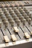 Audio rozsądnego melanżeru amplifikatoru wyposażenie, rozsądny akustyczny muzykalny miesza inżynierii pojęcia tło, selekcyjna ost obraz royalty free