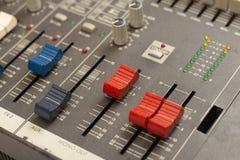 Audio rozsądnego melanżeru amplifikatoru wyposażenie, rozsądny akustyczny muzykalny miesza inżynierii pojęcia tło, selekcyjna ost zdjęcia royalty free