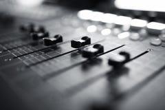 Audio sezione comandi mescolantesi fotografia stock libera da diritti