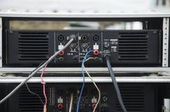 Audio- und Videokabel mit der Steckfassung der elektrischen Verbindungsstücke angeschlossen Lizenzfreie Stockfotos