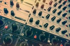 audio verkställer studion för ljudet för registreringen för kuggen för utrustningmedelprocessorer royaltyfri fotografi
