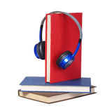 audiobook书概念耳机 被隔绝的耳机和书 免版税库存图片