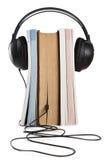 Audiobook Auffassung mit Kopfhörern und Büchern lizenzfreie stockbilder