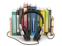 Audiobook begrepp. Hörlurar och böcker Fotografering för Bildbyråer