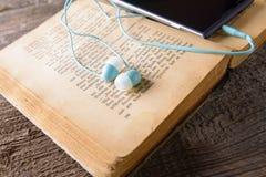 audiobook książkowi pojęcia hełmofony Obrazy Royalty Free