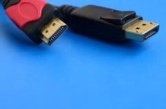 Audiocomputerkabel Stecker und 20 des Videos HDMI stecken männliches DisplayPort fest Stockfotos