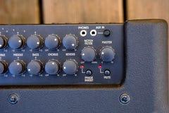 Audiocontroles op geluidsinstallatie Stock Foto's