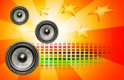 Audiolautsprecher auf rotem Hintergrund Stockfoto