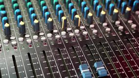 Audioproductieconsole stock video