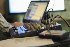 Audioverstärker, zum des Tones zu justieren Stockbild
