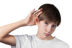 Audition de garçon quelque chose d'isolement sur le blanc Image libre de droits