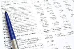 Auditoria do relatório financeiro e da pena imagens de stock royalty free