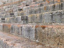 La escalera y se sienta en la arena imagenes de archivo